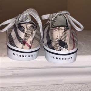 Kid Burberry shoes in good shape!